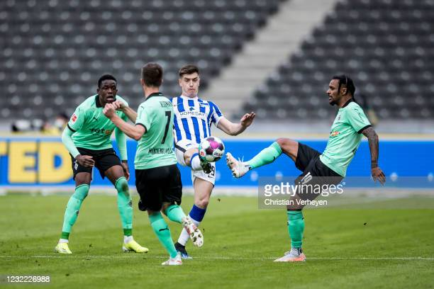 Valentino Lazaro of Borussia Moenchengladbach in action during the Bundesliga match between Hertha BSC and Borussia Moenchengladbach at...