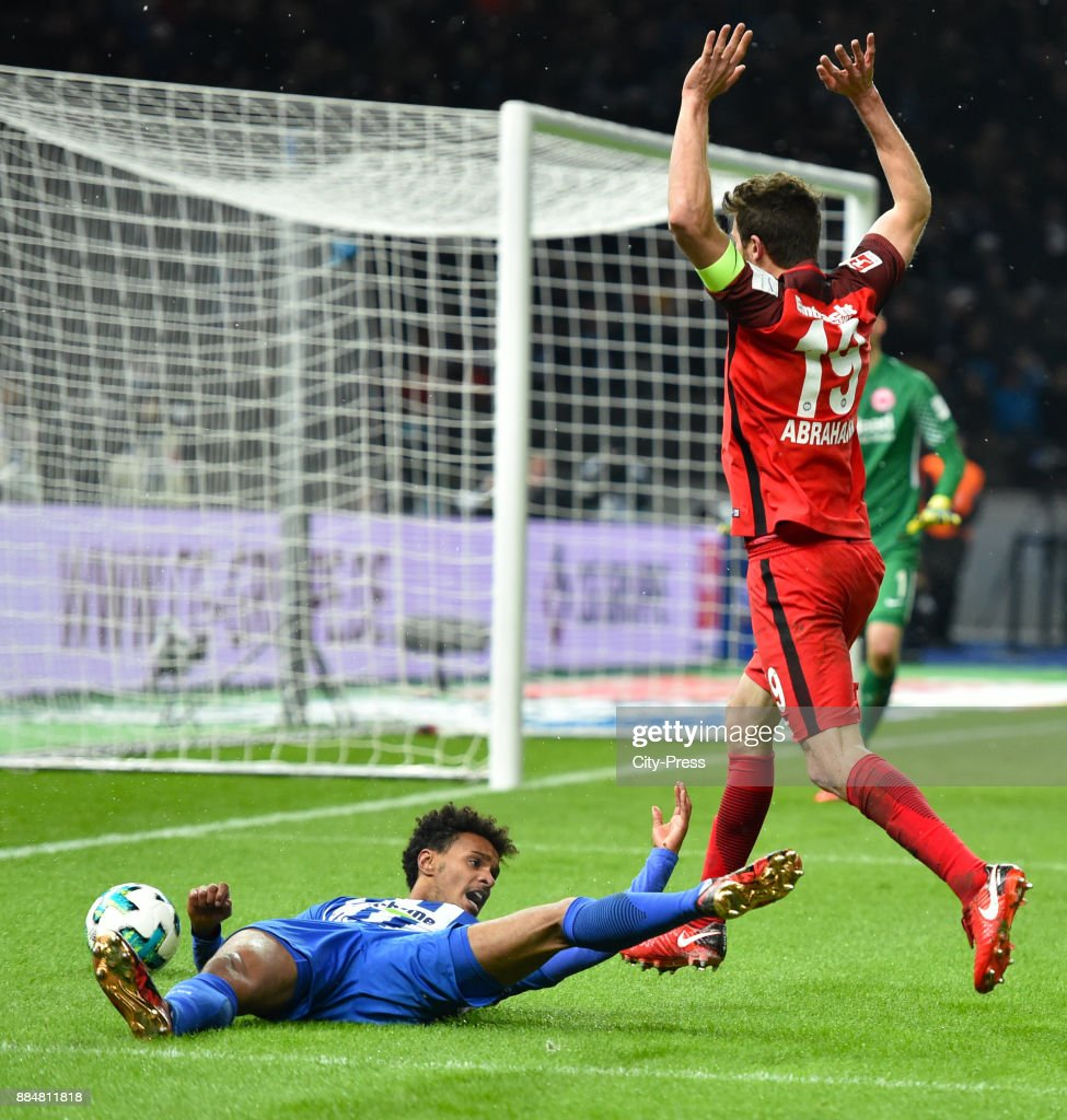 Valentino Lazaro of Hertha BSC and David Abraham of Eintracht Frankfurt during the game between Hertha BSC and the Eintracht Frankfurt on december 3, 2017 in Berlin, Germany.