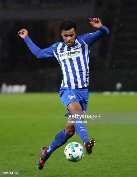 Valentino Lazaro of Hertha BSC controls the ball during the Bundesliga match between Hertha BSC and Hannover 96 at Olympiastadion on December 13 2017...