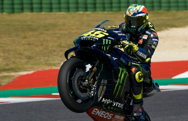 MOTO GP : GRAND PRIX DE SAN MARINO DU 13 AU 15 SEPTEMBRE Valentino-rossi-of-italy-and-yamaha-factory-racing-lifts-the-front-picture-id1174630291?k=6&m=1174630291&s=612x612&w=0&h=JoinS9ckBTsb86Rwfr_hYmE_9z8Td3v-u1PUXeAyYzg=
