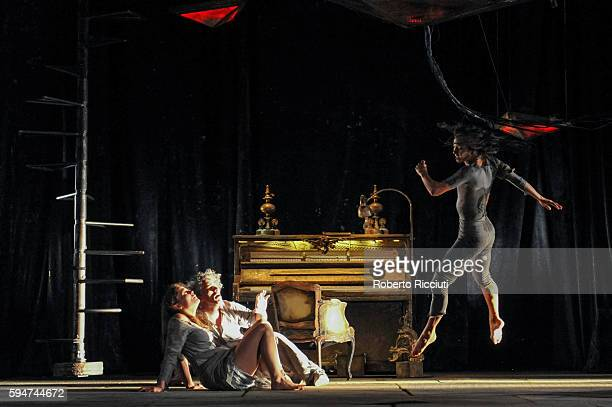Valerie Doucet James Thierree and Thi Mai Nguyen of Compagnie du Hanneton perform on stage 'The Toad Knew' during the Edinburgh International...