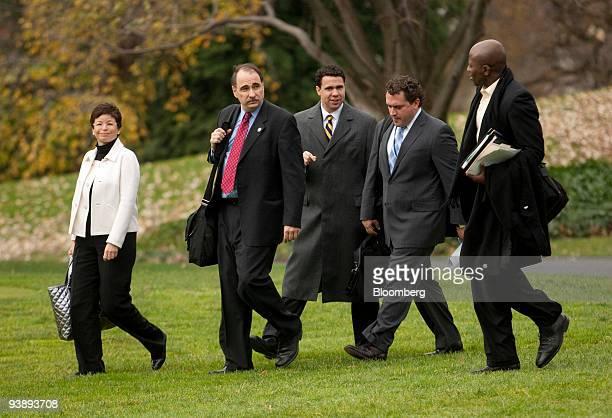 Valerie Jarrett senior advisor to US President Barack Obama left to right David Axelrod senior adviser to Obama Bill Burton deputy press secretary...