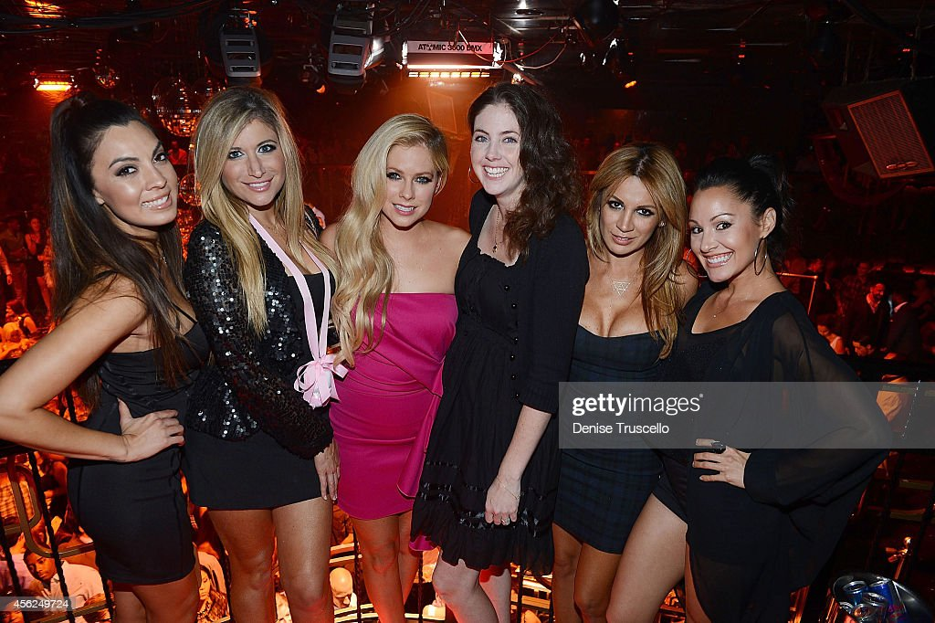 Valerie Vogt, Caryn Alpert, Avril Levigne,Amie Levigne, Natalie Weisman and Jen Barnet celebrate Avril Levigne's 30th birthday at the Bank Nightclub in the Bellagio Hotel and Casino on September 28, 2014 in Las Vegas, Nevada.