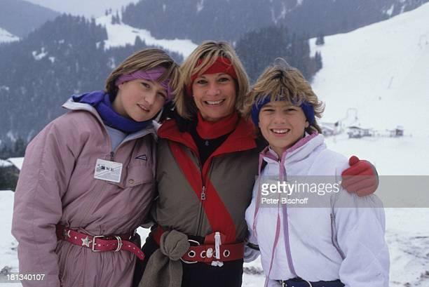 Valerie von Hohenzollern Angela Wepper Prinzessin Stephanie von Hohenzollern Winterurlaub in Tirol Söll sterreich Berg Schnee Stirnband Winteranzug...