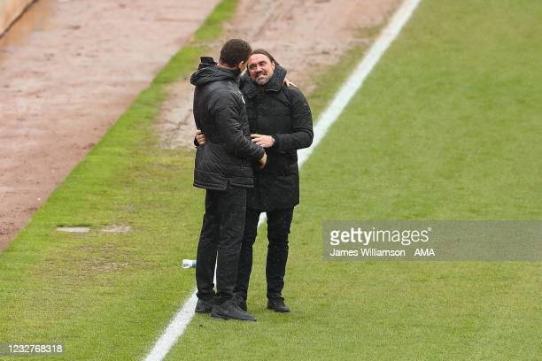 Valerien Ismael the manager / head coach of Barnsley and Daniel Farke the manager \ head coach of Norwich City during the Sky Bet Championship match...