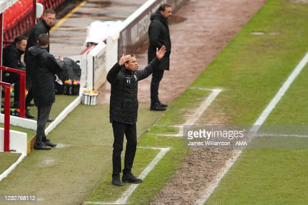Valerien Ismael the manager / head coach of Barnsley during the Sky Bet Championship match between Barnsley and Norwich City at Oakwell Stadium on...