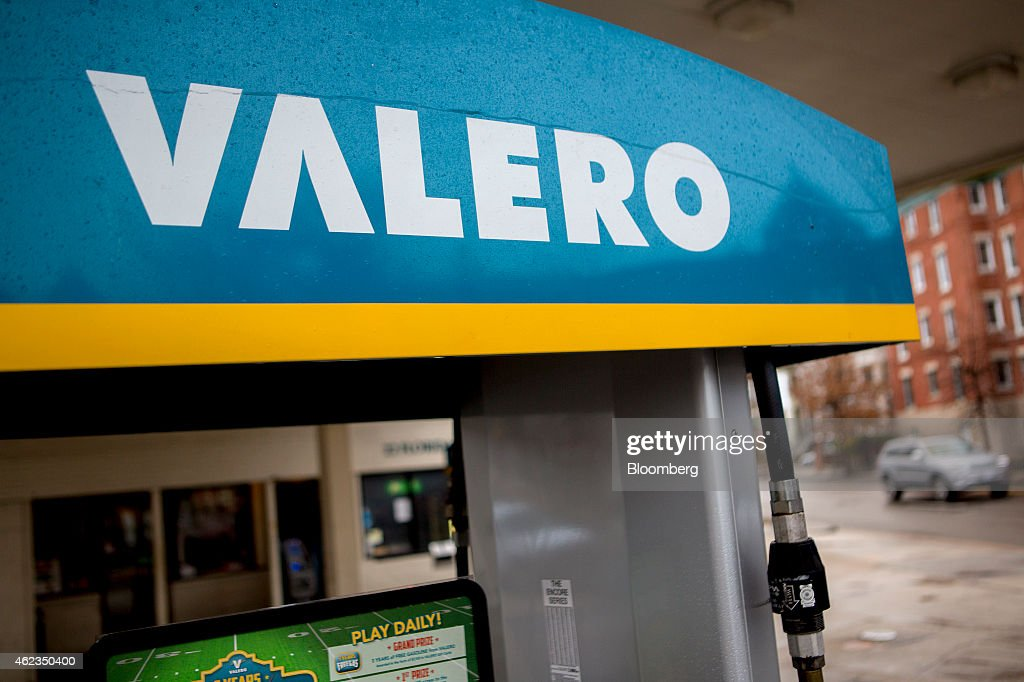 A Valero Energy Corp. fuel pump stands at a gas station in Washington, D.C., U.S., on Monday, Jan. 26, 2015. Valero Energy Corp. is expected to report fourth-quarter earnings figures on Jan. 29. Photographer: Andrew Harrer/Bloomberg via Getty Images