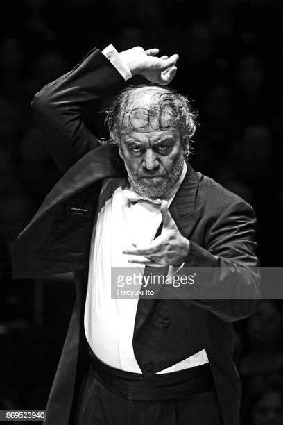 Valery Gergiev conducting the Mariinsky Orchestra in an allStravinsky program at Carnegie Hall on Thursday night October 10 2013