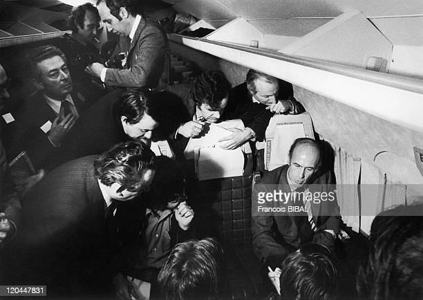 Valery Giscard d' Estaing Valery Giscard d' Estaing in a plane with press reporters