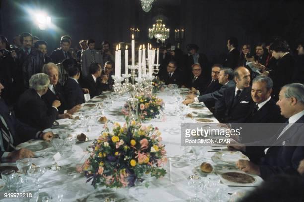 Valery Giscard d'Estaing, Helmut Schmidt et Henry Kissinger lors d'un diner à Rambouillet en 1975.