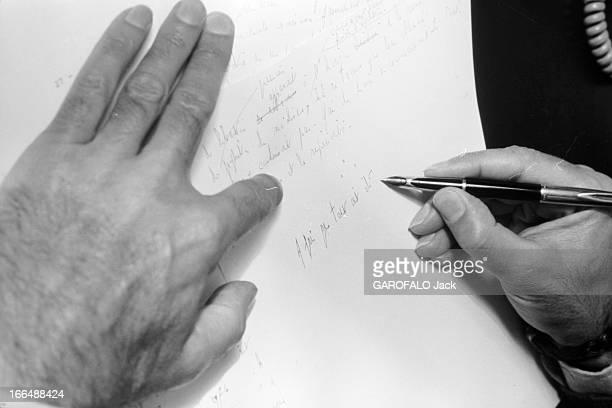 Valery Giscard D'Estaing Marly le Roi 21 septembre 1976 Dans sa résidence Valery GISCARD D'ESTAING travaille à la rédaction de son premier livre...