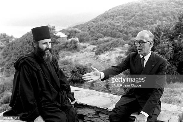 Valery Giscard D'Estaing On Holiday In Greece Au lendemain de sa défaite aux élections présidentielles de 1981 Valéry GISCARD D'ESTAING et son épouse...