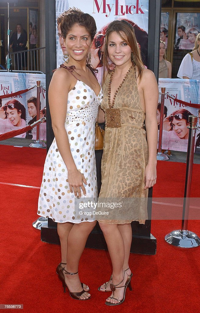 ¿Cuánto mide Valery Ortiz? - Altura - Real height Valery-ortiz-and-mandy-musgrave-at-the-national-theatre-in-westwood-picture-id75538773
