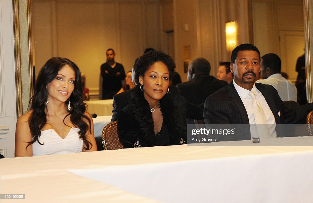 Diary of a single mom season 3 press junket photos and images valery ortiz monica calhoun and robert townsend attend the diary of a single mom ccuart Images