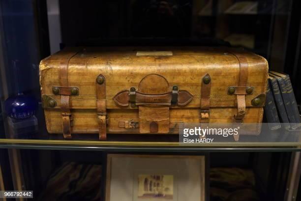 Valise ayant appartenue au poète Arthur Rimbaud dans le Musée Rimbaud 22 septembre 2015 CharlevilleMézières Ardennes France
