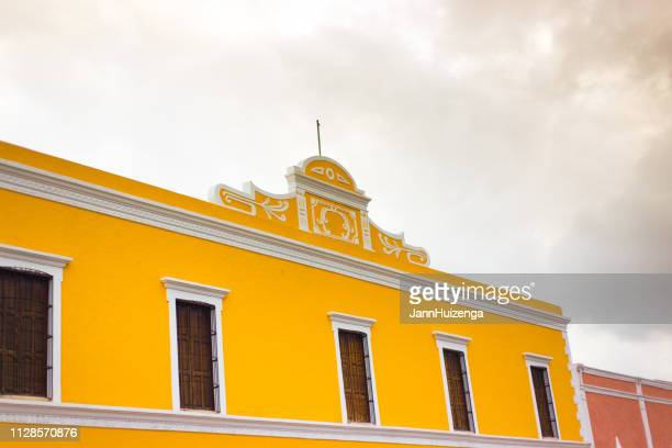 valladolid, yucatan, mexico: spanish colonial building on town square - yucatan peninsula stock pictures, royalty-free photos & images