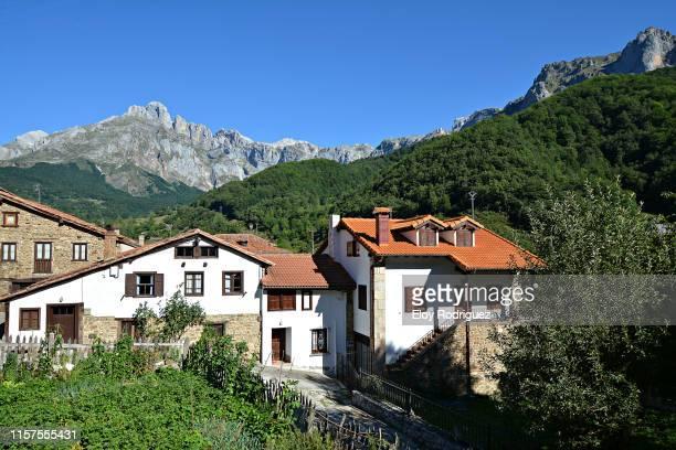 valle de liébana - camaleño - cantabria - spain - cantabria fotografías e imágenes de stock