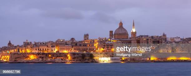 valletta cityscape - wolfgang wörndl stock pictures, royalty-free photos & images