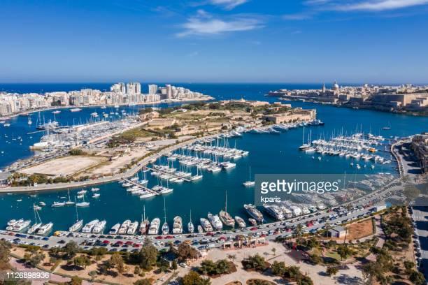 マルタ、バレッタ、マノエル、ta xbiex ヨット マリーナ。無人機の空中写真 - マルタ島 ストックフォトと画像