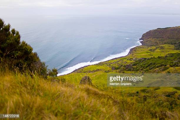 valley and shoreline below whaanga road seen from lookout point. - merten snijders stock pictures, royalty-free photos & images