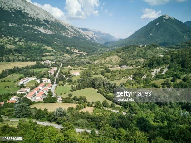 valle d'abruzzo - parco nazionale d'abruzzo foto e immagini stock