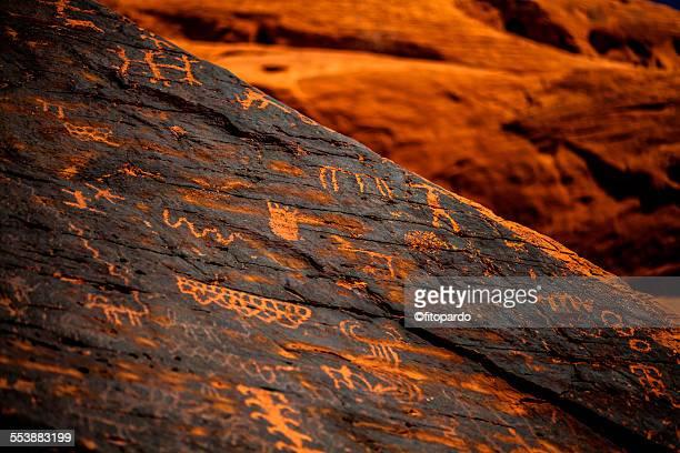 valley of fire petroglyphs - homo sapiens foto e immagini stock