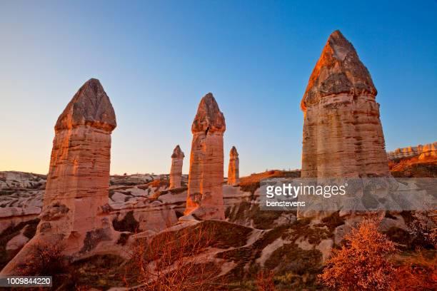 vallée d'amour sunrise, goreme, cappadoce, turquie - organe de reproduction masculin photos et images de collection