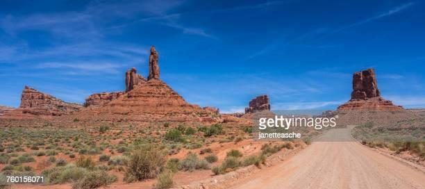 valley of the gods, utah, america, usa - nationaal monument beroemde plaats stockfoto's en -beelden