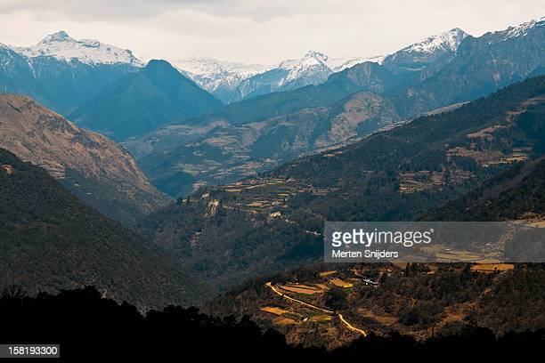 valley's and mountain peaks near ritang - merten snijders stock pictures, royalty-free photos & images