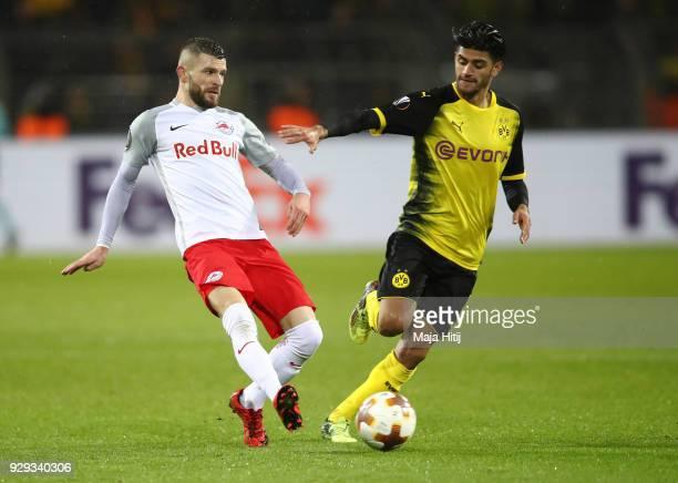 Valon Berisha of Red Bull Salzburg beats Mahmoud Dahoud of Borussia Dortmund to the ball during the UEFA Europa League Round of 16 match between...