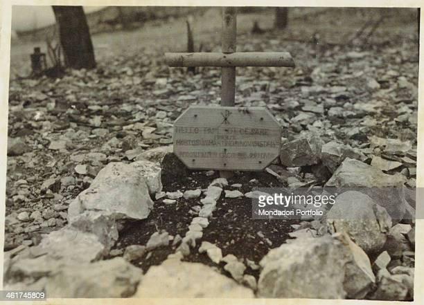ARMY A valorous man¿s grave in S Martino del Carso near Sagrado Italy 1916 Gelatine process Rome Central Museum of the Risorgimento