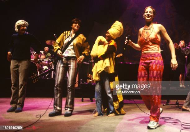 Valérie Leulliot, Amy Ray, Erykah Badu, and Sarah McLachlan perform the finale during the Lilith Fair at Shoreline Amphitheatre on June 24, 1998 in...
