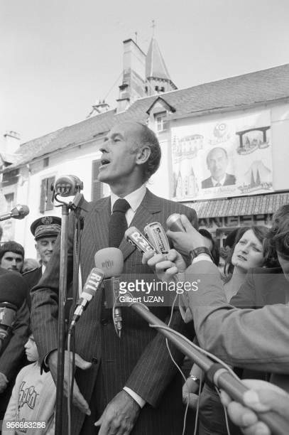 Valéry Giscard d'Estaing annonce sa démission du conseil général de RochefortMontagne le 8 juin 1974 France