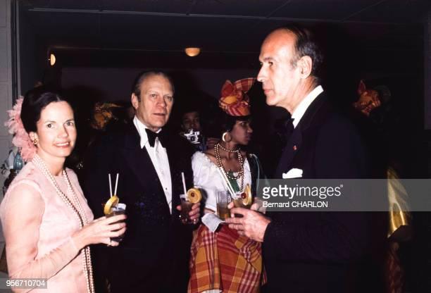 Valéry Giscard d'Estaing avec son épouse AnneAymone et le président américain Gerald Ford en décembre 1974 à FortdeFrance Martinique