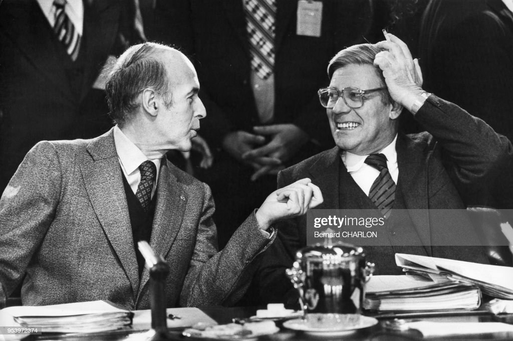 VGE et Helmut Schmidt lors d'un sommet : News Photo