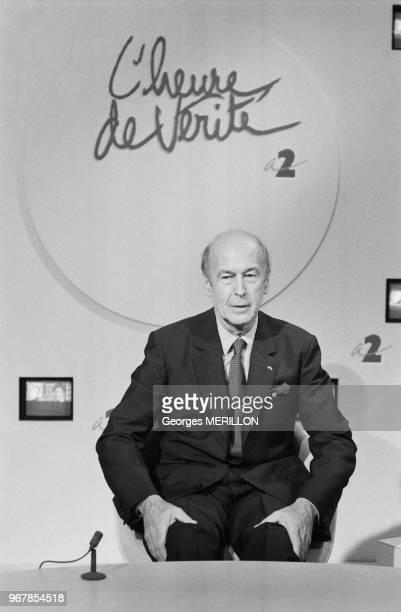 Valéry Giscard d'Estaing invité de l'émission 'L'heure de vérité' sur Antenne 2 à Paris le 20 juin 1988 France