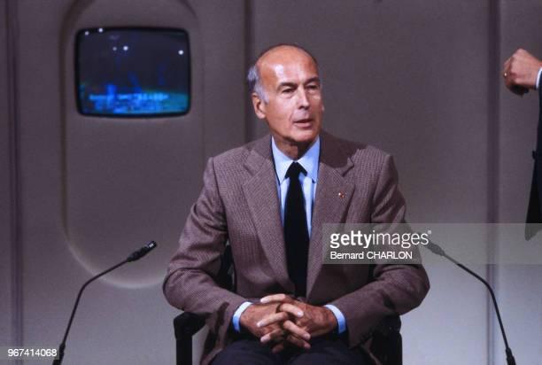 Valéry Giscard d'Estaing sur le plateau d'Antenne 2 le 16 septembre 1982 à Paris France