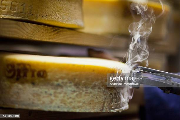 Valtellina, marks of origin applied on Bitto cheese