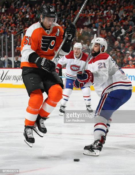 Valtteri Filppula of the Philadelphia Flyers battles for the puck against David Schlemko of the Montreal Canadiens on February 20 2018 at the Wells...