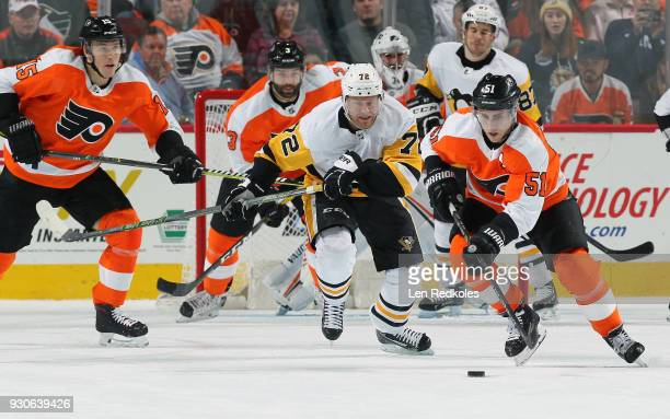 Valtteri Filppula of the Philadelphia Flyers battles for the puck against Patric Hornqvist of the Pittsburgh Penguins on March 7 2018 at the Wells...