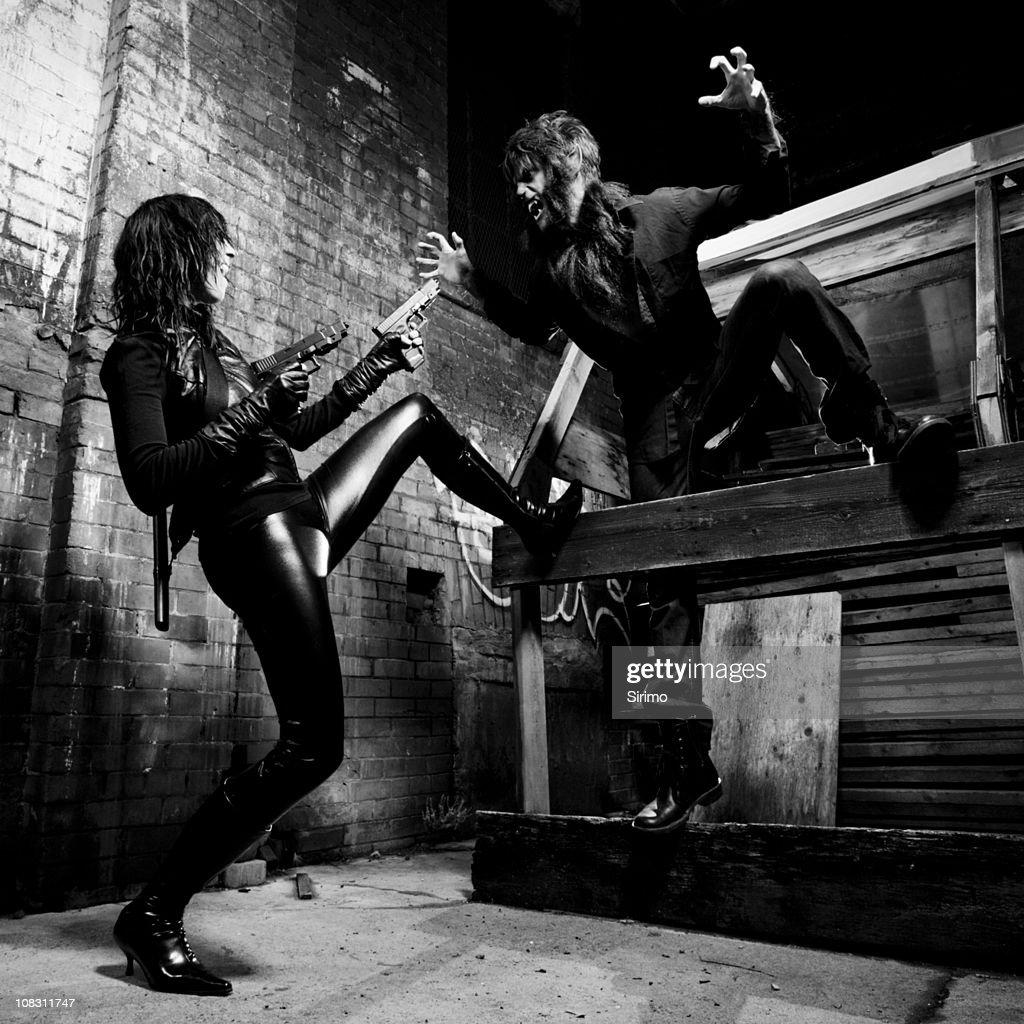 Vampiro y hombre lobo batalla : Foto de stock