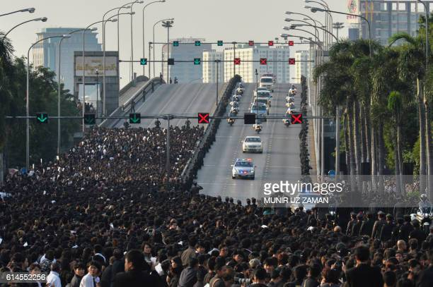 TOPSHOT A van carries the body of Thai King Bhumibol Adulyadej's to his palace in Bangkok on October 14 2016 Bhumibol the world's longestreigning...