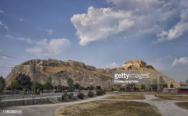 van castle on the hilltop,eastern turkey. - emreturanphoto fotografías e imágenes de stock