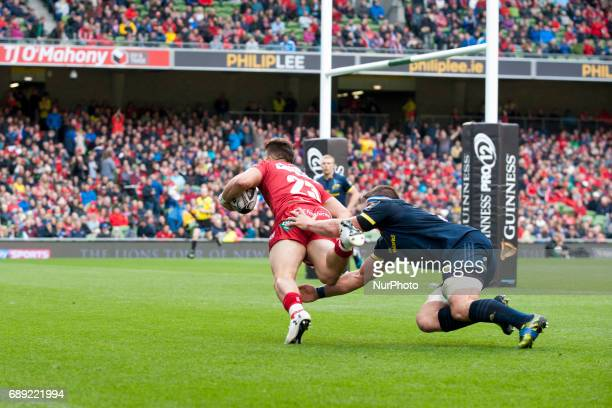 DTH van der Merwe of Scarlets scores a try during the Guinness PRO12 Final between Munster Rugby and Scarlets at Aviva Stadium in Dublin Ireland on...