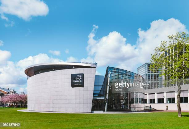 van gogh museum, museumplein in amsterdam, netherlands - amsterdam foto e immagini stock