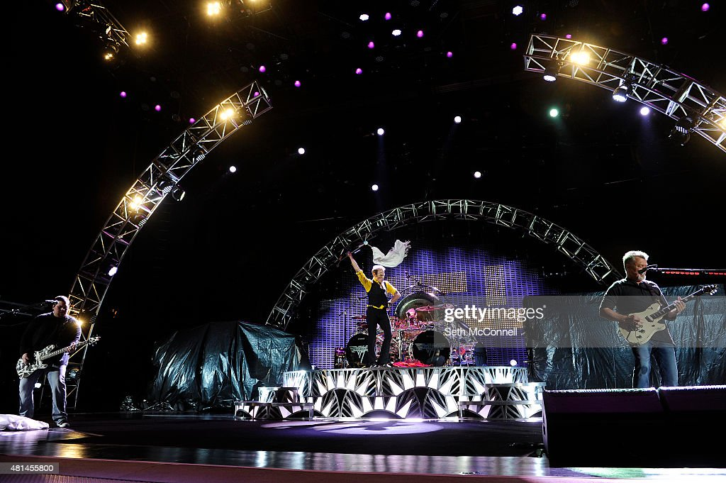 Van Halen Perfoms at Red Rocks Amphitheatre : News Photo