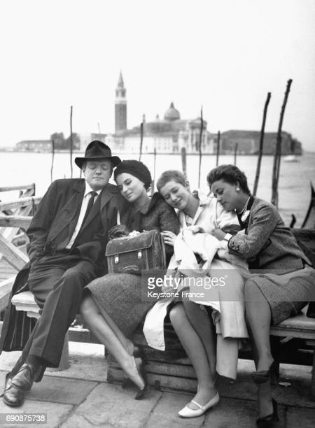 Van Heflin Silvana Mangano Carla Gravina et Jeanne Moreau photograhiés à Venise Italie