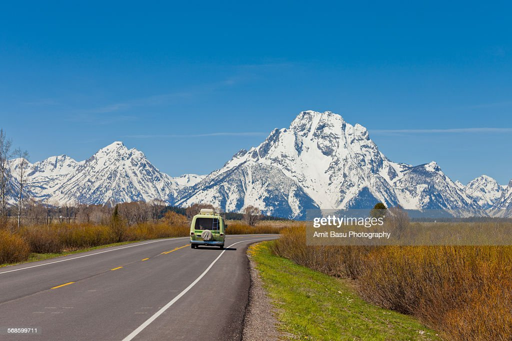 Van on Highway, Grand Teton National Park : Stock-Foto