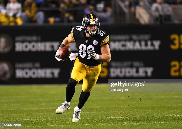 Vance McDonald of the Pittsburgh Steelers in action during the game against the Cincinnati Bengals at Heinz Field on December 30 2018 in Pittsburgh...