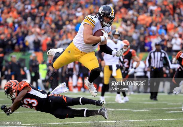 Vance McDonald of the Pittsburgh Steelers leaps over Darius Phillips of the Cincinnati Bengals during the fourth quarter at Paul Brown Stadium on...